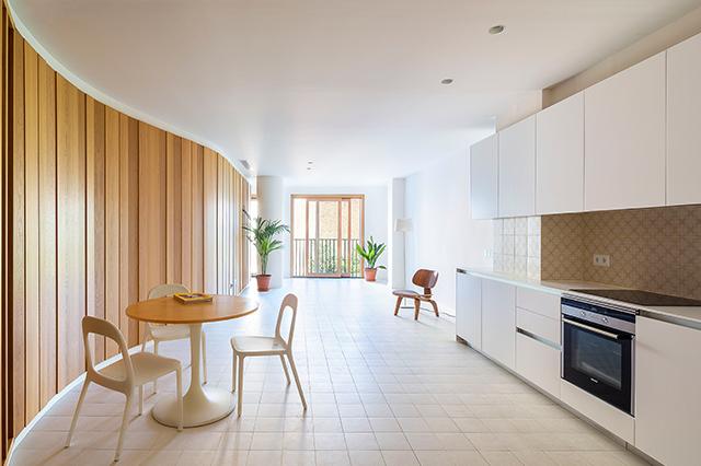 zania design chalet a Pineda Bages de madera y corian con espectacular arquitectura